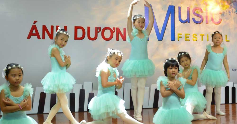 Ánh Dương- Trường âm nhạc Piano, Guitar